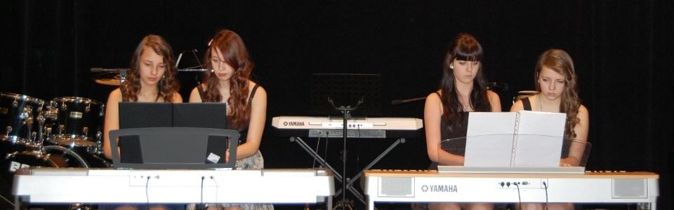 4-ruční piana